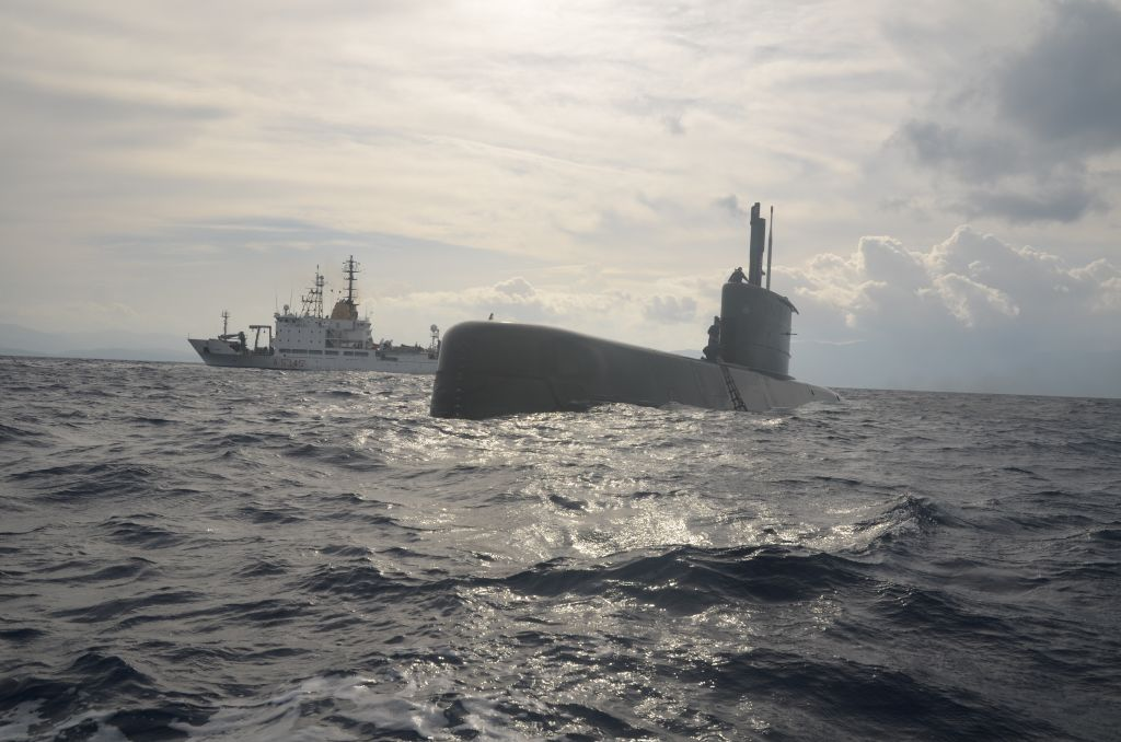 NRV Alliance with one of the submarines in ASW-ODC17